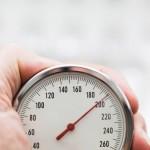 Habitantes de ciudades con mucho tráfico multiplican riesgo de hipertensión