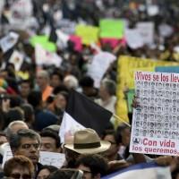 """Megamarcha en México exige que aparezcan los 43 estudiantes: """"Tienen dos días"""""""