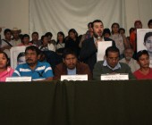 México: maestros atacan residencia del gobernador y padres rechazan al presidente
