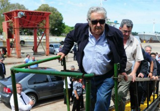 Mujica remarca que navegabilidad del río Uruguay descongestionará carreteras