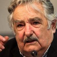 Mujica cuestionó las políticas neoliberales de los años '90 y resaltó importancia de mantener a ANTEL bajo órbita estatal