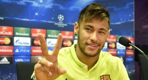 Neymar anunció su apoyo al candidato opositor Aecio Neves