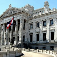 Los uruguayos elegimos presidente y legisladores por los próximos cinco años