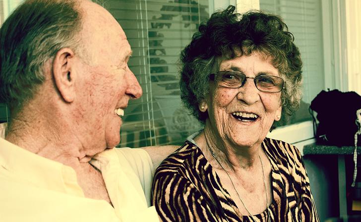 Adultos mayores con más amplio vocabulario enfrentan mejor el deterioro cognitivo