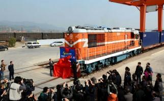 China inaugura la ruta de ferrocarril más larga del mundo superando al Transiberiano