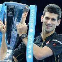 Djokovic gana el Masters de Londres por abandono de Federer
