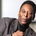 Pelé permanece internado en el hospital, pero estable