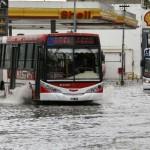 Tres muertos, cinco mil evacuados y daños cuantiosos en las peores inundaciones argentinas