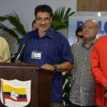 Gobierno de Colombia y las FARC acuerdan liberación de rehenes y vuelven a mesa de negociación