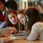 Programa Compromiso Educativo atendió en a 60.000 estudiantes de 95 centros