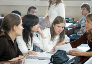 Compromiso Educativo atendió a 60.000 estudiantes y entregó 18.000 becas de apoyo