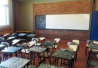 Padre de una alumna del liceo 54 insultó a una profesora y suspenden las clases