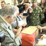 El presidente Mujica votó esta mañana en el local del Cerro