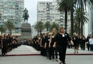 Mujeres de Negro marchan en el Día Internacional para la Eliminación de la Violencia contra la Mujer