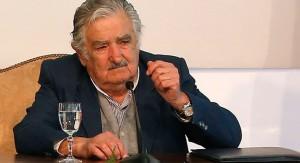 Presidente Mujica expresa solidaridad con el pueblo y gobierno de México por secuestro de 43 estudiantes de Ayotzinapa