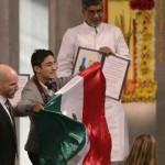 Malala y Satyarthi reciben Nobel de la Paz: mexicano irrumpe en la ceremonia protestando por Iguala