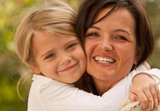 Los abrazos son buenos para la salud al reducir síntomas de estrés o resfriado