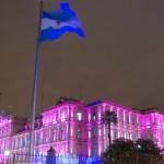 Argentina enfrenta a los buitres y adelanta pago del mayor bono de su deuda soberana