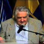 """Mujica en la cumbre UNASUR: """"Lo imposible cuesta un poco más, y derrotados son solo aquellos quienes bajan los brazos y se entregan"""""""