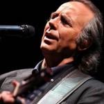 Joan Manuel Serrat cumple 50 años en la música y presenta disco
