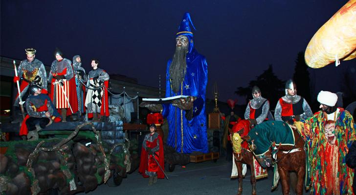 En países como España el día de reyes se celebra con un gran desfile. En la imagen el desfile en Madrid. / Foto: Carros de Foc