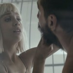 Sia vuelve a sorprender con un videoclip