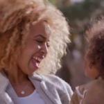 Dove presentó un spot dedicado a las chicas con rulos