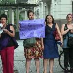 Tras asesinato de joven argentina Lola, feministas se manifestaron en Montevideo y vecinos de Valizas lo hicieron en el balneario