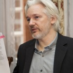Julian Assange se suma a quienes cuestionan causa y autoría de la matanza en el Charlie Hebdo