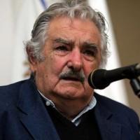 """Sin """"acto de agradecimiento"""" ceremonia de arriado de la bandera se realiza el 27, confirmó Mujica"""