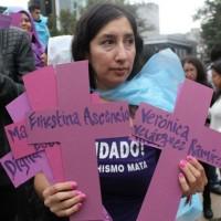 """""""Feministas en Alerta y en las calles"""" se manifestó contra los asesinatos de mujeres"""