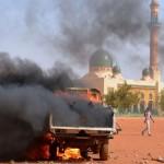 Países musulmanes arden contra caricaturas de Mahoma en Charlie Hebdo: incendian diez iglesias y comercios cristianos en Níger