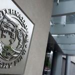 FMI quiere cobrar a Grecia más allá de cambios y Atenas amenaza con irse del euro