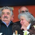 """Mujica y Lucía recorren obras de Plan Juntos, agradeciendo a la gente y recordando que aún hay """"5.000 familias que lo necesitan"""""""