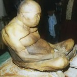 """Cuerpo momificado de monje budista """"está vivo"""" y lo roban para venderlo en el mercado negro"""