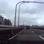 Cámara en un auto capta accidente de avión en Taiwan