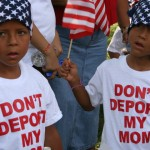 Millones de inmigrantes aguardan revertir bloqueo de juez de Texas a normas de regularización de Obama