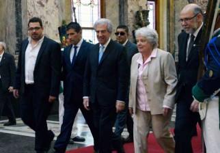 Históricas imágenes del cambio de gobierno Mujica-Tabaré Vázquez en Uruguay