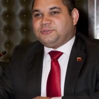"""Embajador de Venezuela, Julio Chirino, expresó que el semanario Búsqueda """"miente, retuerce y descontextualiza"""""""