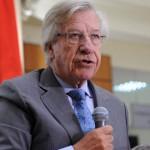 """Astori asume como ministro de Economía y confirma que """"decenas de miles de uruguayos"""" dejarán de pagar el IRPF"""