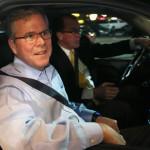 """Jeb Bush favorito electoral republicano: Obama """"actúa con decretos de un dictador latinoamericano"""""""
