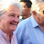 """Mujica dijo sentirse orgulloso porque Lucía Topolansky """"no tiene precio"""" y es una """"verdadera luchadora"""""""