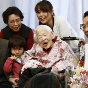 Cumple 117 años la persona más anciana del mundo: la japonesa Misao Okawa celebra con su familia