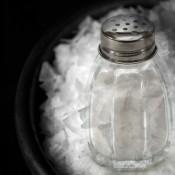Sal común de mesa previene las infecciones bacterianas: el más popular condimento recupera estatus