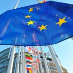 """Comisión Europea reconoce """"crisis humanitaria"""" en Grecia y libera fondos, aunque no para el Estado"""