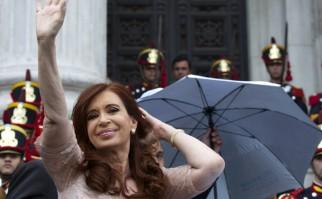 Argentina: Plaza del Congreso vitoreó planes de producción industrial y estatización de los trenes