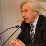 Tabaré Vázquez restringe los viajes oficiales al exterior tanto de ministros como directores de organismos