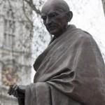 En Inglaterra inauguran estatua de Gandhi cerca de la de Winston Churchill