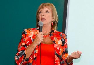 Sindicatos y legisladores rechazan expresiones descalificadoras de ministra de Educación, María Julia Muñoz, contra maestros