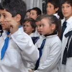 Codicen duda de la viabilidad de no utilizar más la moña y la túnica escolar